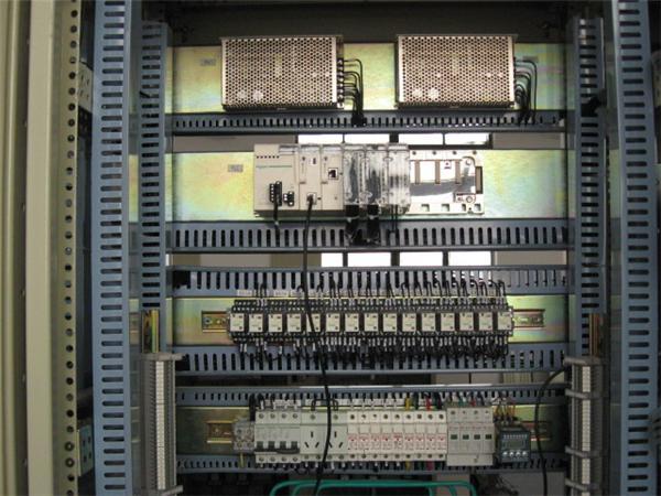 施耐德plc模块接线图