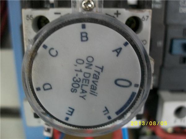 请问星三角启动有时间继电器为什么还要加空气延时头