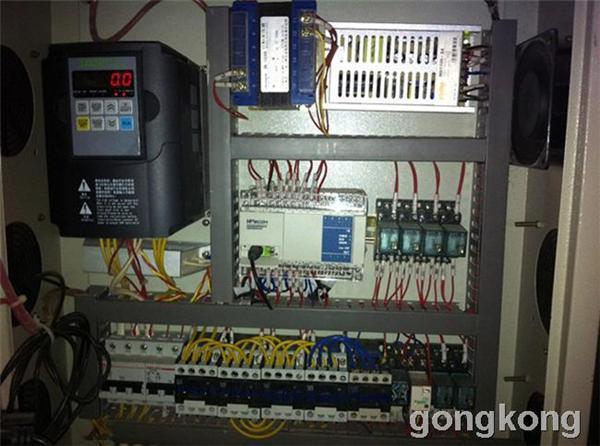 维控hmi和plc在多层板切板机的应用.