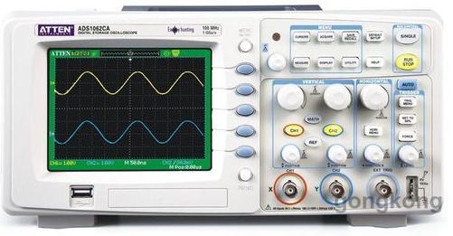 示波管和电源系统   1)电源(Power)-示波器主电源开关。当此开关按下时,电源指示灯亮,表示电源接通。   2)辉度(Intensity)-旋转此旋钮能改变光点和扫描线的亮度。观察低频信号时可小些,高频信号时大些。一般不应太亮,以保护荧光屏。   3)聚焦(Focus)-聚焦旋钮调节电子束截面大小,将扫描线聚焦成最清晰状态。   4)标尺亮度(Illuminance)-此旋钮调节荧光屏后面的照明灯亮度。正常室内光线下,照明灯暗一些好。室内光线不足的环境中,可适当调亮照明灯。   3 垂直偏转因