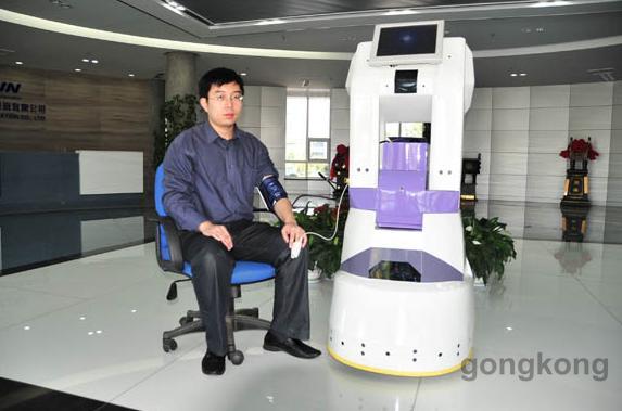 新松陪护机器人