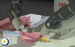 2016ABB自动化世界--看YuMi双臂协作机器人折纸飞机