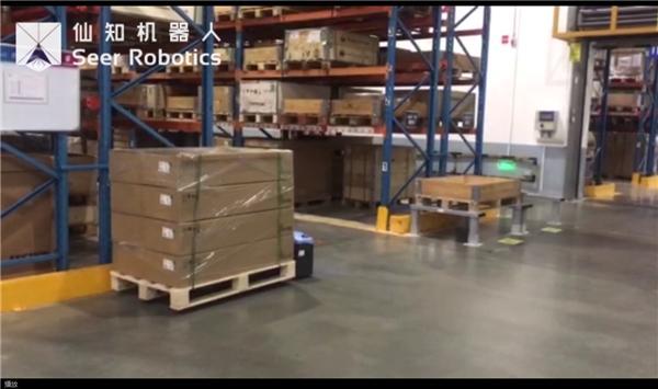 基于SRC的激光SLAM地面式自动叉车和基于SRC的顶升机器人应用视频