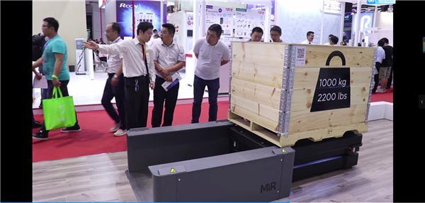 MiR500搭配MiR500 EU Lift举升器,自动拾取,卸载欧标托盘,可用于升降应用
