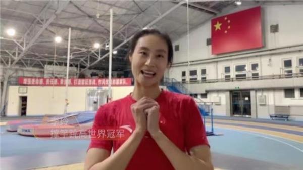 撑竿跳高世界冠军李玲-工控网与世界冠军陪你一起就地过年